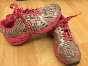 Girls New Balance Runners Size 1 W