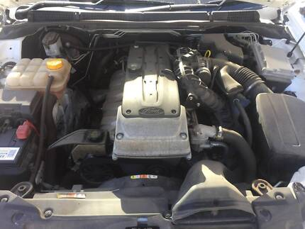 FORD FALCON FG XR6 ENGINE AND 5 SPEED AUTO LOW KMS!