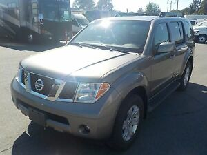 2006 Nissan Pathfinder LE 4WD w/ Third Row Seating