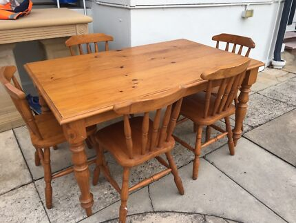 Timber dining table/chairs