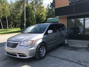 Chrysler Town and Country Dodge Caravane Sienna Odysse