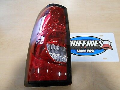 New OEM LH Tail Lamp - 2004-2007 Chevrolet Silverado Classic (19169004)