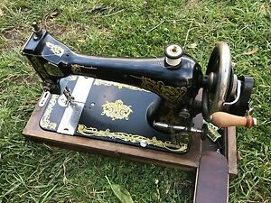 Singer sewing machine for sale Blackmans Bay Kingborough Area Preview