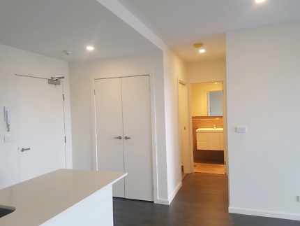 1 Bedroom Apartment on Flemington Road w/ bus stop