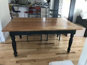 Grande table canadienne et chaise