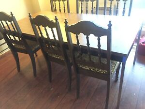 Dinning table! Super good condition