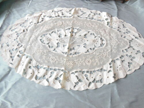 Antique Lace and Linen Table Mat