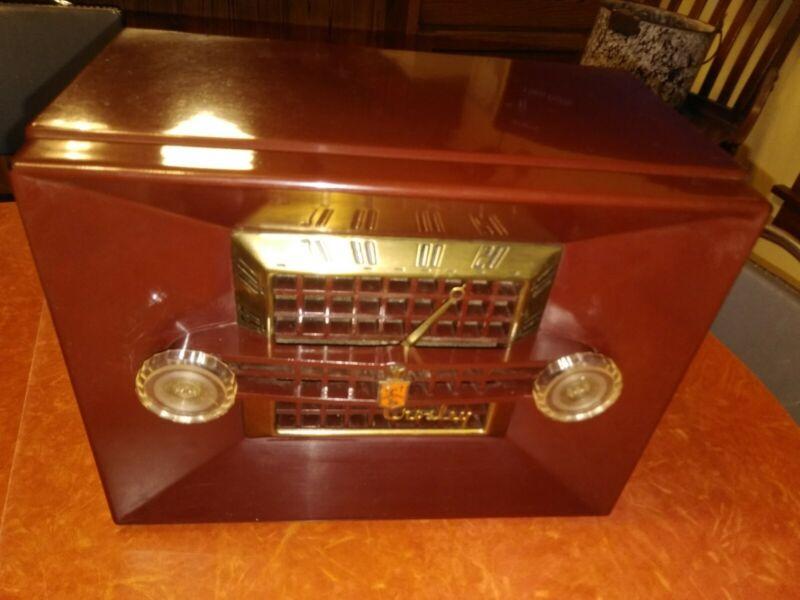 Vintage Bakelite Crosley Tube Radio  11-108U