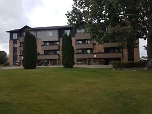 Silverwood 2 bedroom condo! Insuite Laundry, deck. Small pets OK