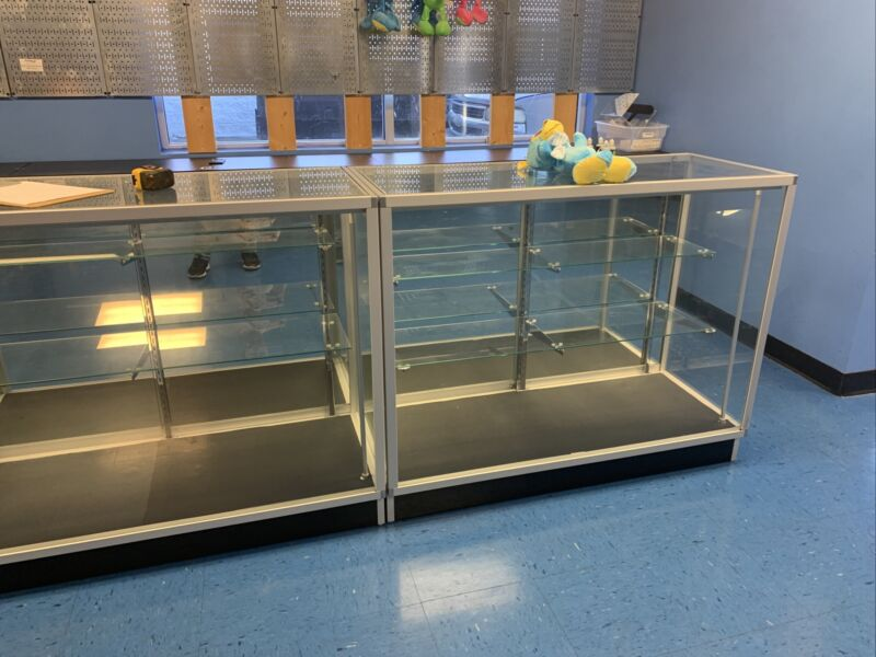 Glass Countertop Display Case Fixture Showcase With LED light, very clean