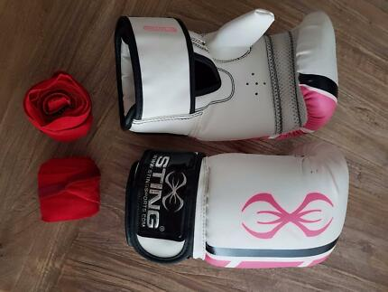 Sting Boxing gloves, wraps and sparring mits