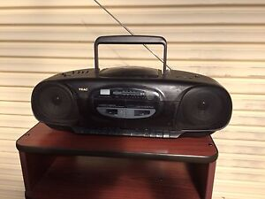 TEAC portable compact disc player in full working condition Narre Warren South Casey Area Preview