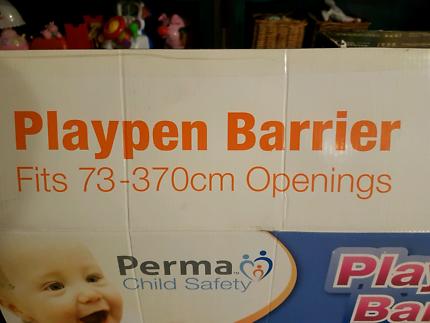 Playpen barrier / room divider