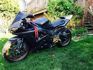 2005 Yamaha r6, 24,000km power commander 3 runes like new