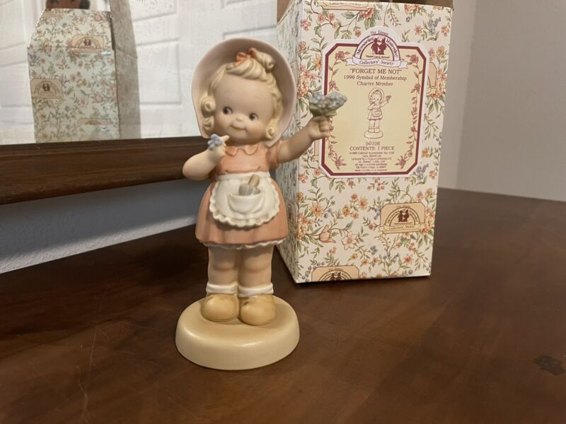 """Memories Of Yesterday Figurine - """"FORGET ME NOT"""""""
