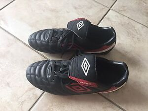 Umbro Soccer Cleats, size 7