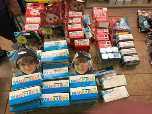 VINTAGE CAMERA FLASH BULBS CUBES SYLVANIA  168 in packages huge lot