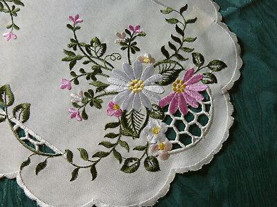 Zierdeckchen Deckchen Mitteldecke  Blumen Stickerei ecru oval ()