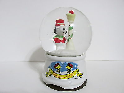 SNOOPY PEANUTS CHARLIE BROWN VINTAGE WILLITTS MUSICAL CHRISTMAS SNOW GLOBE 1988