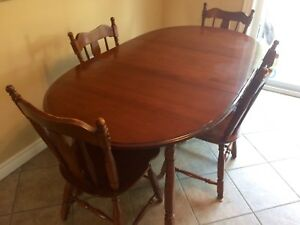 Vilas Solid Canadian Maple dinning room set Table