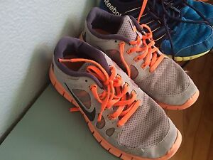 BOYS SZ 5 running shoes $5.00 each Windsor Region Ontario image 5