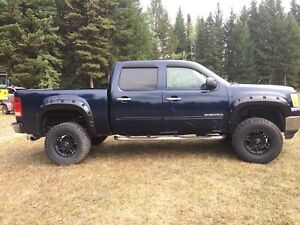 2008 sierra. 4x4. Auto. 5.3v8. Lift. Tires. Exhaust. Flares