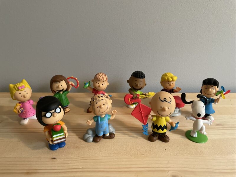 Charlie Brown Peanuts Lot Of 10 PVC Collectible Figures