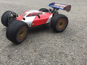 Team Losi brushless Truggy 4x4 with Free charger