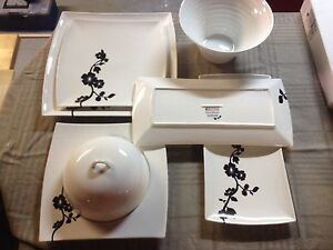 Maxwell Williams Cherry Blossom serving plates