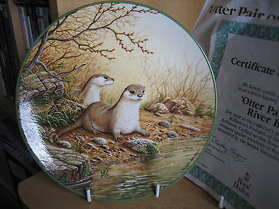 ROYAL DOULTON COLLECTORS PLATE - OTTER PAIR ON A RIVER BANK