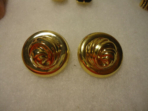 Vintage/nos gold tone filigree clip on earrings
