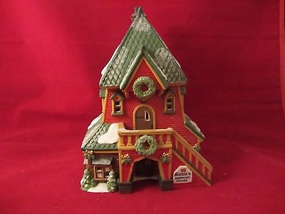 Dept 56 SANTA'S ROOMING HOUSE  - North Pole Series  #56386  (217)