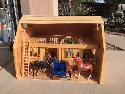 Breyer Traditional size BARN w 6 horses, tack box, misc