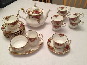 """Authentic Royal Albert Bone China """"Old Country Roses"""""""