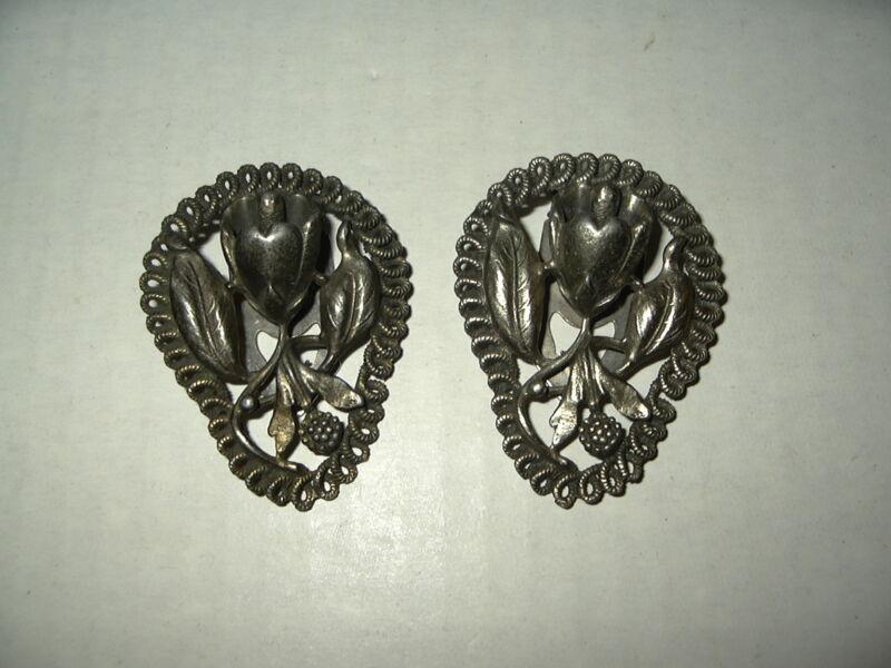 2 Vintage Victorian Silvertone Pewter Flower Fur-Scarf-Dress-Shoe Clips