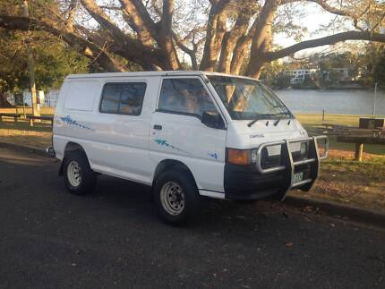 Mitsubishi L300 4x4 4wd Backpacker's Van READY TO GO Camper van Highgate Hill Brisbane South West Preview