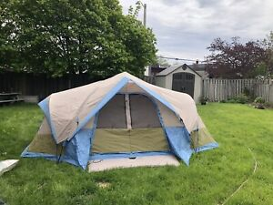 Wood 6 person tent, fits two queen mattress!