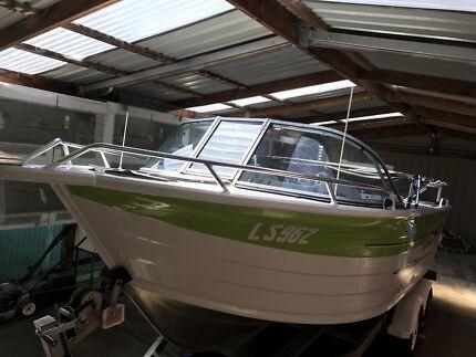 Quintrex 590 coat runner fishing boat one owner