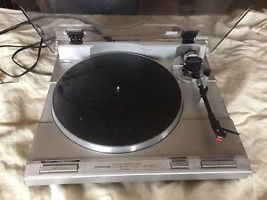 PIONEER TURNTABLE MODEL PL-S40 QUARTZ DIRECT DRIVE W/DUST COVER