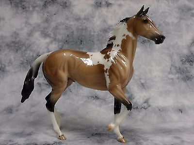 Breyer * Glossy Pinto Quelle Surprise * Breyerfest SR Traditional Model Horse