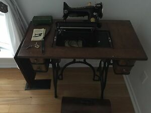 Singer Sewing Machine Vintage Model 201-3