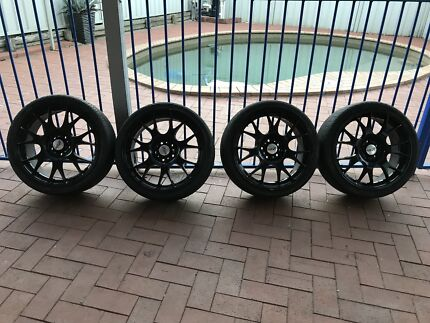 HR racing 19x8.5 wheels with 235/35/19 tyres 5x114 stud pattern