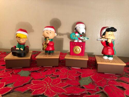 Hallmark 2011 Charlie Brown & Peanuts Gang Wireless Christmas Band Set of 4