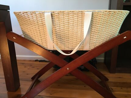 Moses basket and stand (Bebe care)
