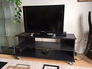 "Téléviseur 32"" Toshiba avec meuble"