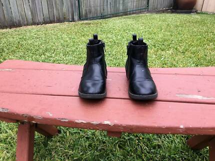 Girls Size 10 Black Elastic Gusset & Zip Sides Ankle Boots
