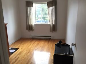 Bedroom for rent/chambre a louer