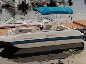 Deck boat Typhoon 19 foot with 60hp mercury