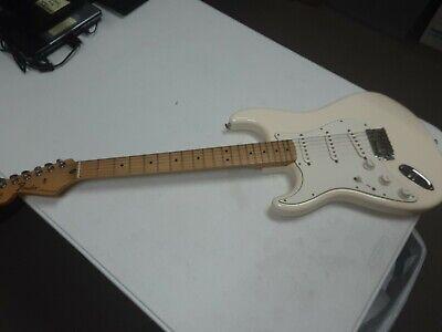 (BB) (M-255) Fender Stratocaster Original Contour Body Electric Guitar with case