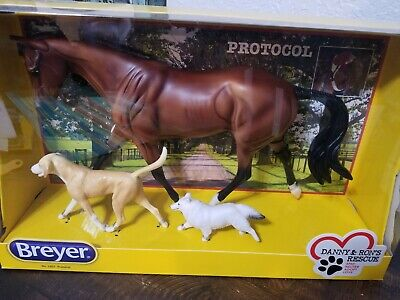Breyer HORSE #1807 PROTOCOL WITH 2 DOGS SET TRADITIONAL 1:9 PLASTIC FIGURINE